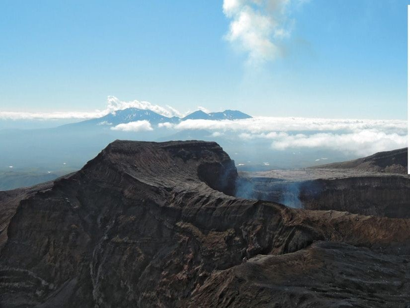 Seismic Pulse of a Volcano: An Expedition to Gorelyi