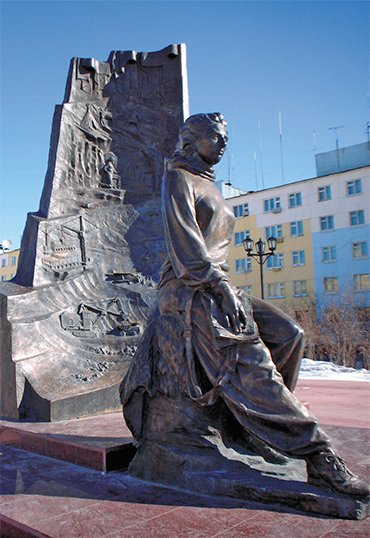 The memorial by V. Barkov to L. A. Popugaeva in Udachnyi (Mirny district, Yakutia). Photo by Ye. Basnev