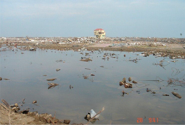The city of Banda Aceh in the north of Sumatra was demolished to the ground by the tsunami on December 26, 2004. Nothing is left from its northern areas that lay contiguous to the port