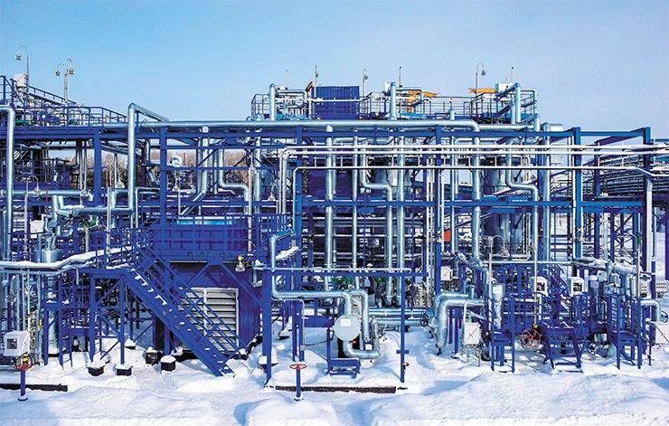 Compressor station at the Priobskoe giant oil field, Khanty-Mansi Autonomous Okrug. © Gazprom Neft 2014
