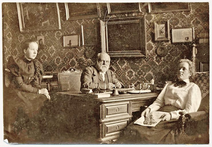 The son of V. N. Basnin – lawyer, public figure and collector N. V. Basnin – with his daughters Sofia and Olga in his study in Moscow. The bearer of the Basnins' family line was their third daughter, Anna Verkholantseva (by her husband's name). 1900. Photo from the archive of Marat Verkholantsev