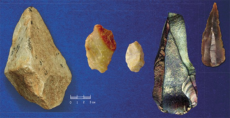 Left: the oldest tools – a massive pebble with a trimmed edge (the Oldowan industry) from the Karama site, Altai. In the middle: Samples of a microlithic industry aged 600,000—800,000 years, the Darvagchai river, Dagestan. On right: Stone tools of the more advanced Acheulian industry (bifically worked tools) from the Tsagan-Agui cave, Mongolia