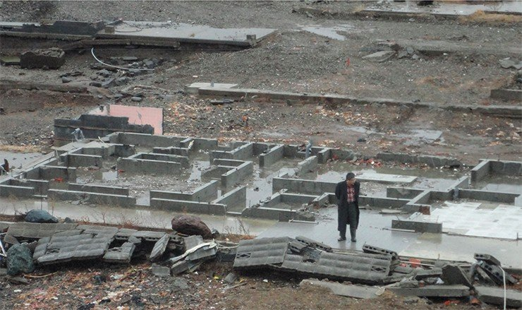 A year after the Tohoku tsunami of March 11, 2011, Prof. Y. Tsuji (University of Tokyo) is looking at the ruins in the city of Rikuzentakata (Miyagi Prefecture)