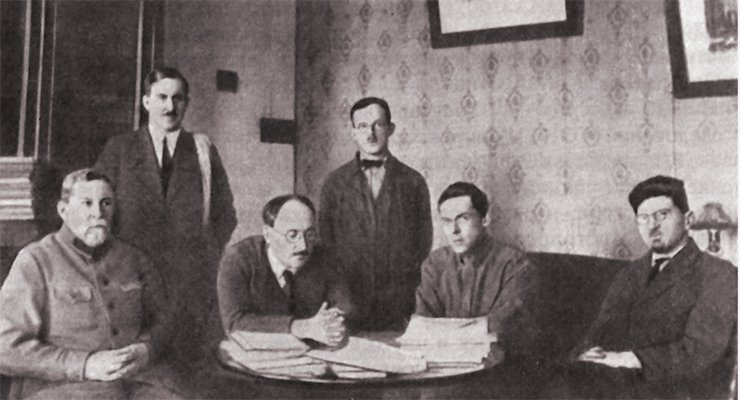 Ipatieff (on the very left) with his students: V. V. Ipatieff, N. A. Orlov, B. N. Dolgov, A. D. Petrov, and V. I. Nikolaev. Leningrad, 1928