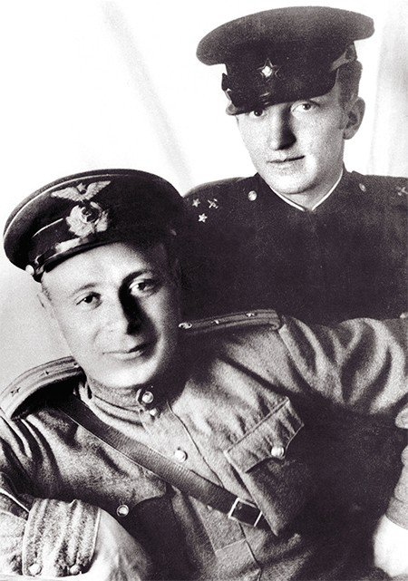 On June 23, 1941, Andrei Budker passed his last state exam. During World War II, the graduate of Moscow State University served as an artillery officer (on the right)