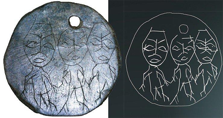 Бронзовая бляшка. Гравировкой нанесены изображения трех антропоморфных фигур. Из раскопок Н. В. Федоровой, 2006 г.