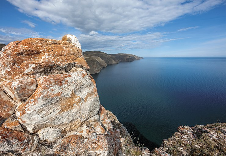Panorama of the middle basin of Lake Baikal from a coastal cliff. Photo by V. Korotkoruchko