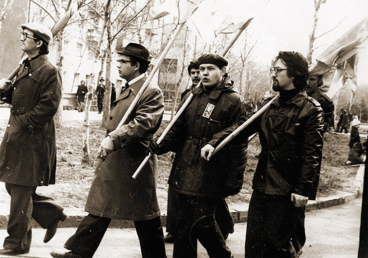 Gennady Fridman (on the right) with his fellow students at the May-day march in 1970. Photo from Elena Kukina's personal archive