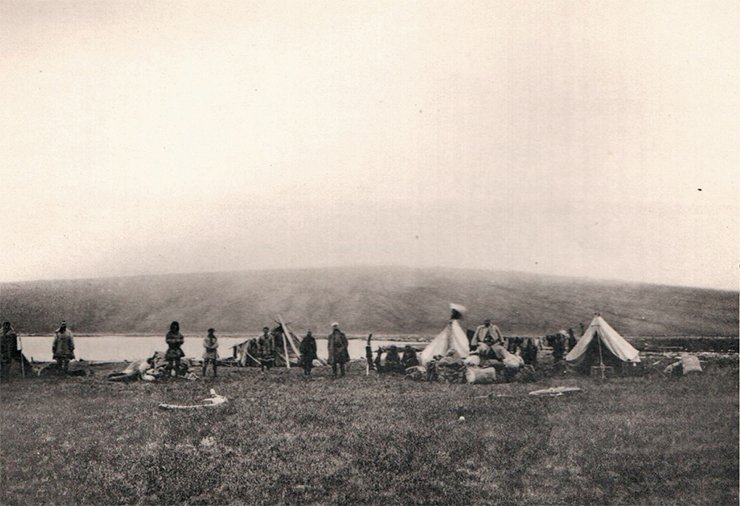 Expedition's camp on the River Medvezhaya. Photo by I. Tolmachoff. From: (Tolmachoff, 1911)