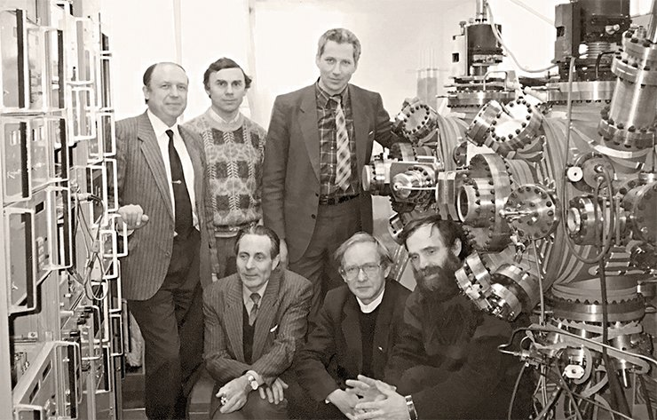 The first meeting of the main participants of the Ekran (Shield) project, of the Institute of Semiconductor Physics of SB RAS and Rocket Space Corporation Energia, took place in 1995. From left to right: Prof. O. P. Pchelyakov, Candidate of physics and mathematics A. I. Nikiforov, Candidate of technical sciences A. I. Ivanov, V. A. Zimenkov, Candidate of physics and mathematics L. L. Zvorykin, Candidate of physics and mathematics L. V. Sokolov