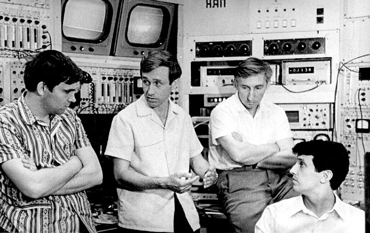 1978. Pioneers in science: Academician A. N. Skrinsky in the panel control room of the antiproton accumulator discusses the newly found phenomenon of super-rapid electron cooling with young researchers V. V. Parkhomchuk, I. N. Meshkov, and N. S. Dikanskii