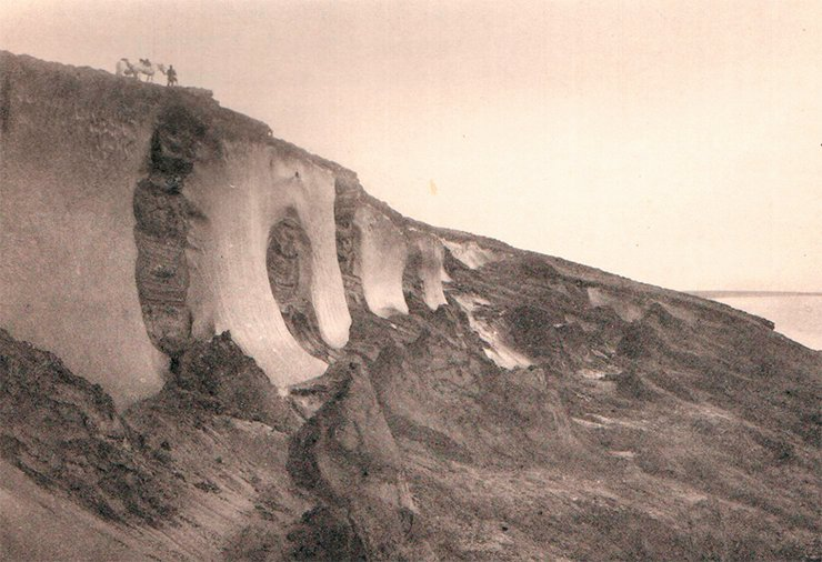 Ice in the soil on the oceanic shore near the River Bolshaya. Photo by I. Tolmachoff. From: (Tolmachoff, 1911)