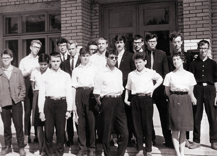 High school graduates from Group 11 B of the High School of Physics and Mathematics. Photo from the author's archive