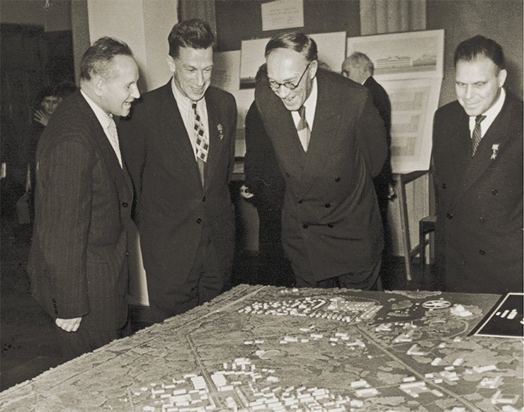 Academicians S. A. Khristianovich, S. L. Sobolev, M. A. Lavrentiev and A. A. Trofimuk discussing the general plan of Akademgorodok construction. SB RAS Photo Archive