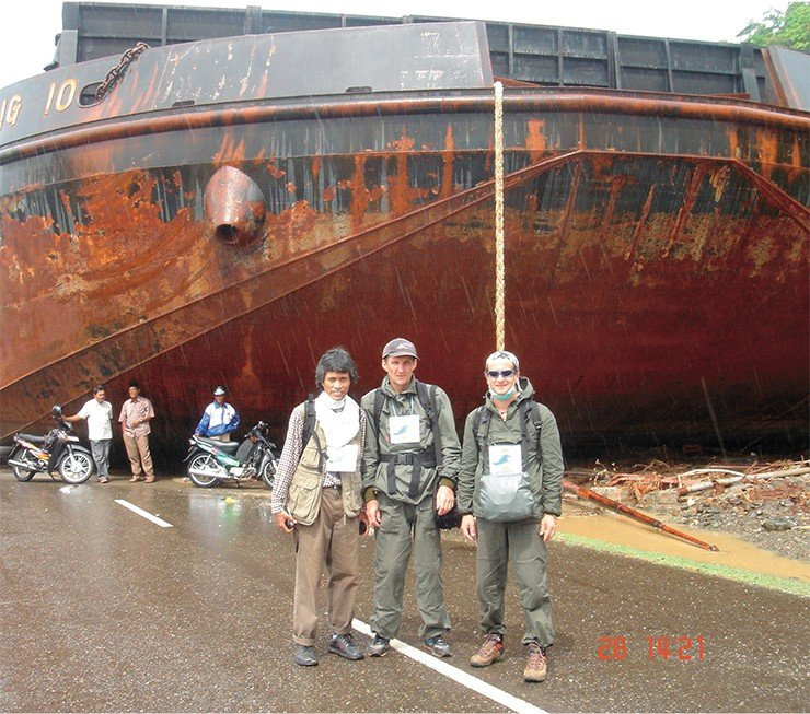 Members of the expedition (the author in the center) to study the impacts of the Indonesian tsunami on December 26, 2004