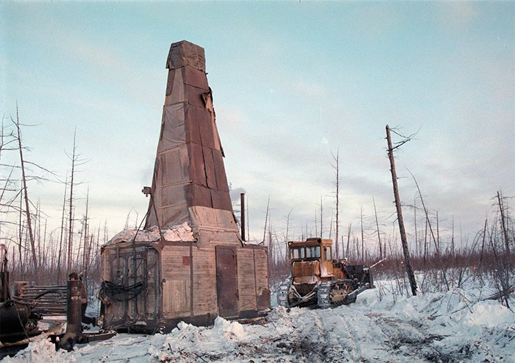 During the development in late 1990s, quite different resources and equipment were utilized: drilling rigs, tractors, trucks, and mobile huts constructed for work and life at temperatures below –50 °C. Photos from A. Tolstov's archive