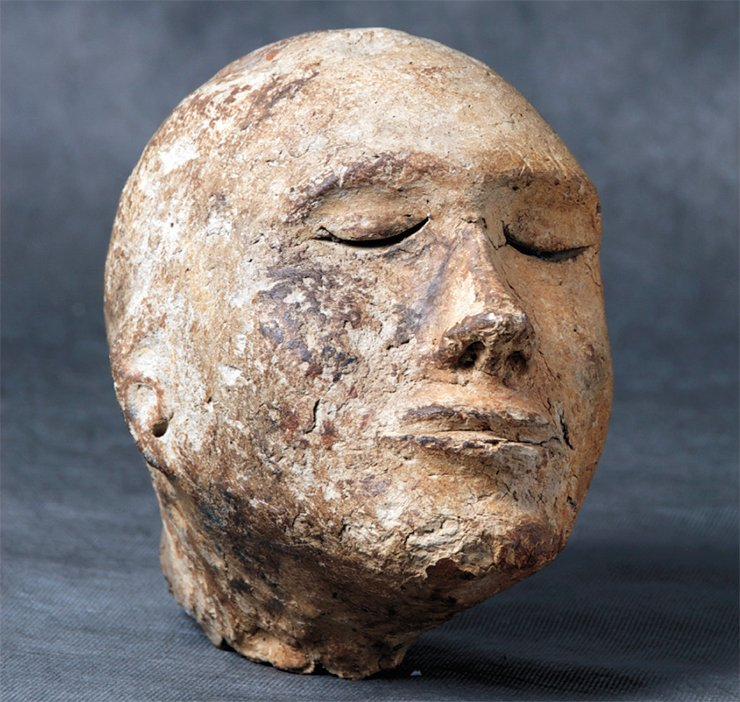 Clay head from the Shestakov tomb. The Kemerovo Oblast. Excavated by A. I. Matrynov. Photo by M. Vlasenko