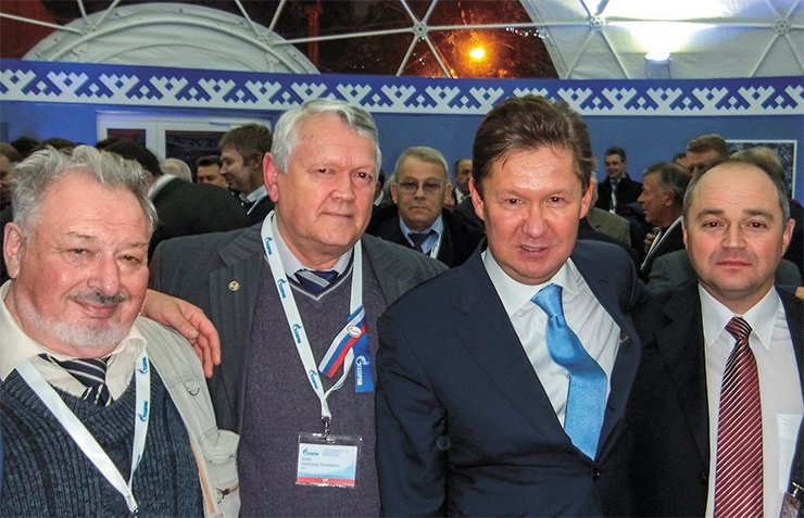 Academician A. E. Kontorovich, Academician A. L. Aseev, Gazprom Chairman A. B. Miller, Director General of Gazpromdobycha Nadym S. M. Menshikov at the start-up of the Bovanenkovo field, 2012. In the background: Corresponding Member of the RAS O. N. Ermilov. IPGG Archive