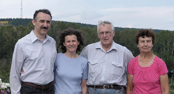 Andrei Seryi and Elena Seraia with Andrei's parents. Kemerovo. July 2015