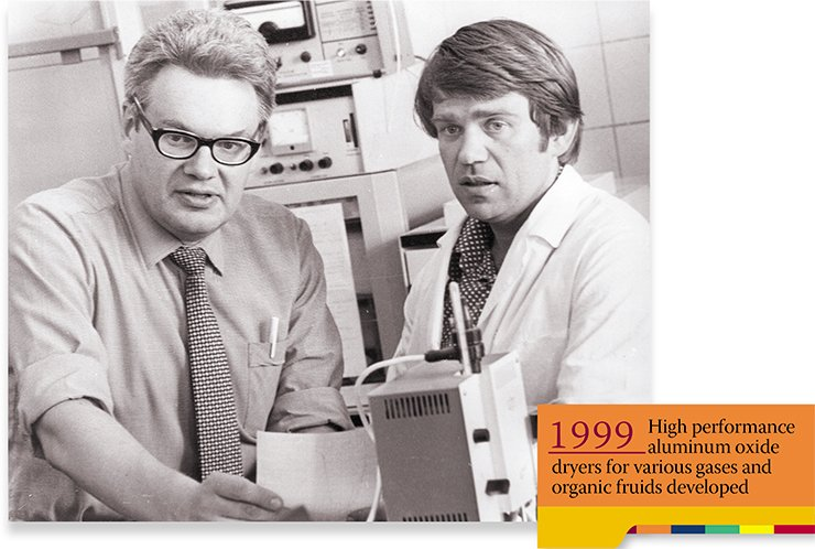 A scientist with the laboratory of catalytic reaction mechanisms, V. N. Parmon with his boss K. I. Zamaraev in a laboratory of the Institute of Catalysis, SB USSR AS. Novosibirsk, 1979