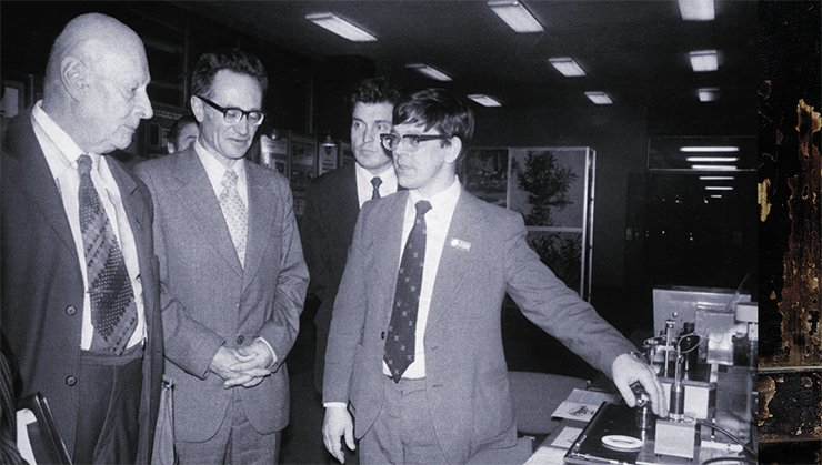 Presentation of Milikhrom in the USSR State Planning Committee: Academician A. A. Aleksandrov, President of the USSR Academy of Sciences, V. P. Mamayev, Corresponding Member of the Academy, Director of the Novosibirsk Institute of Organic Chemistry, and Dr.Sc. M. A. Grachev. Photo by R. Akhmerov