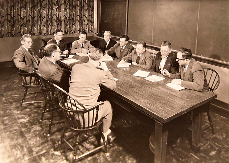 Ipatieff at a meeting with his colleagues working at Universal Oil Products (UOP), United States. Photo from the archive of Honeywell UOP (USA)